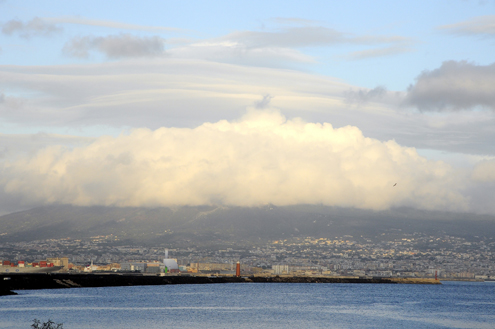 Vesuvius under clouds, while the Bay is sunny.
